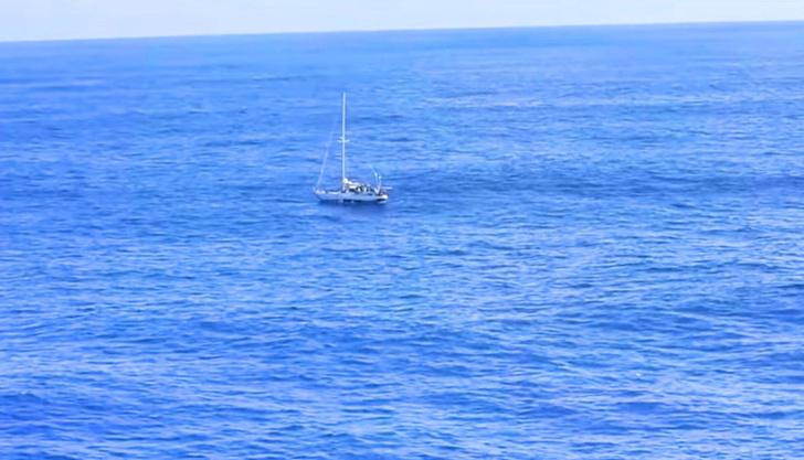Фото №1 - Две американки и две собаки 5 месяцев дрейфовали в океане. Рассказываем, как они выжили (бонус — ВИДЕО чудесного спасения)