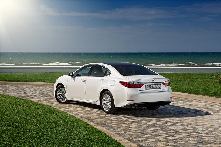 Фото №2 - Автомобиль недели: новое поколение бизнес-седана Lexus ES
