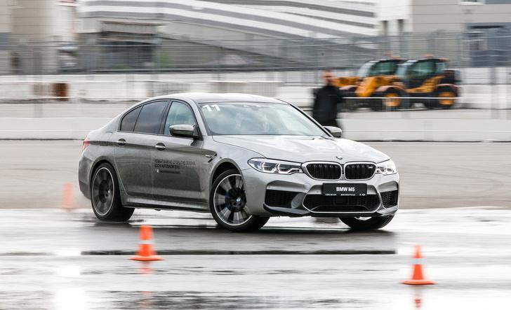 Фото №2 - Тест BMW M5, машины по превращению резины в дым