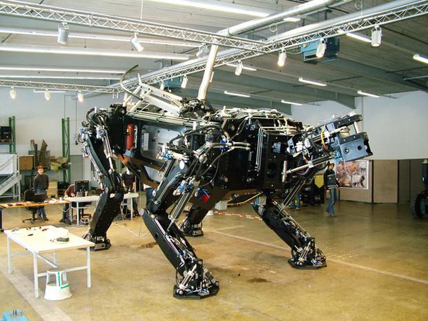 Самый большой ходячий робот неглиже