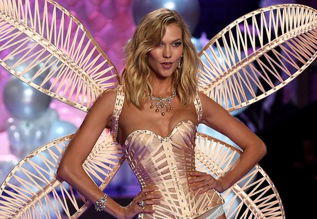 Фото №1 - Карли Клосс официально отказалась от звания «ангела» Victoria Secret из-за феминизма