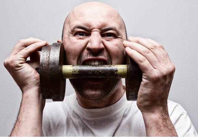 Из желудка ипохондрика, пожаловавшегося на боль в животе, извлекли 7 кило монет, гвоздей и бритв!