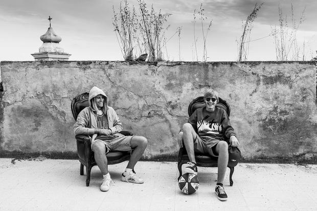 Фото №1 - Прямиком из Милана: состаренные кеды завоевывают город