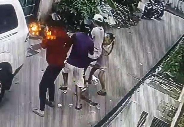 Фото №1 - Восьмилетняя девочка дала яростный отпор вооруженным грабителям. Видео прилагается