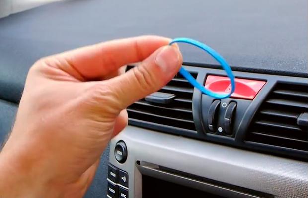 Фото №1 - Как самому сделать автомобильный держатель для смартфона