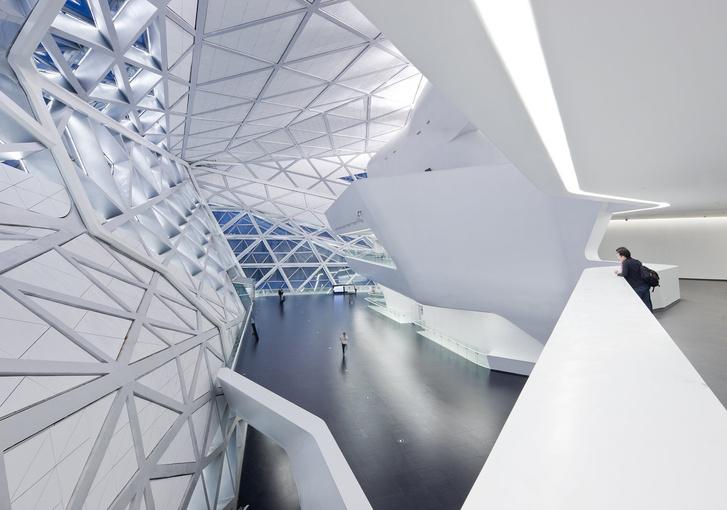 Фото №2 - Самые крутые здания женщины-архитектора Захи Хадид (плюс российские проекты и туфли)