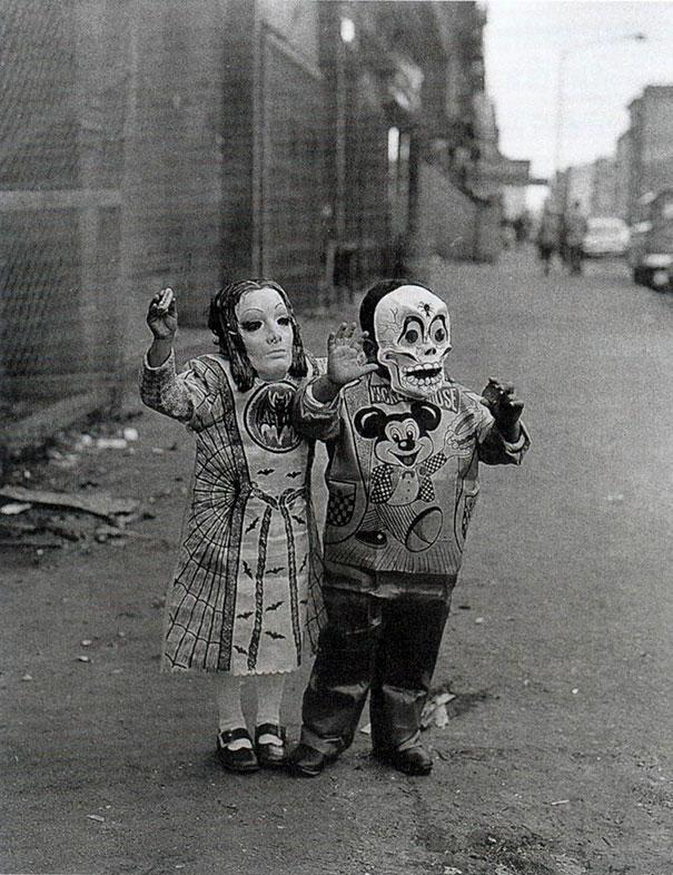 Фото №2 - Самые жуткие ретрокостюмы на Хеллоуин!