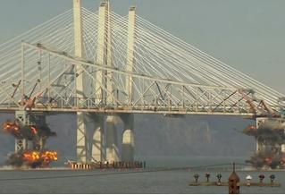 В Нью-Йорке взорвали мост через Гудзон. Он рухнул за 10 секунд (видео)