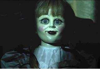 Женщина нашла свою старую куклу, и с ней явно что-то не так! Тревожное ВИДЕО