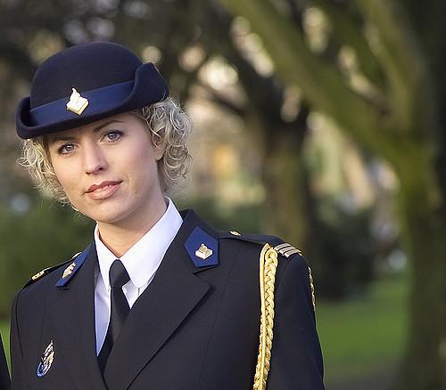 Фото №5 - Самые красивые девушки-полицейские мира
