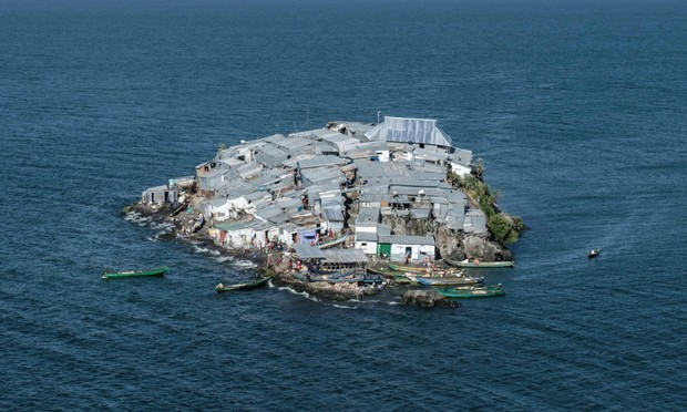 Фото №1 - Жизнь на самом густонаселенном острове в мире (галерея)