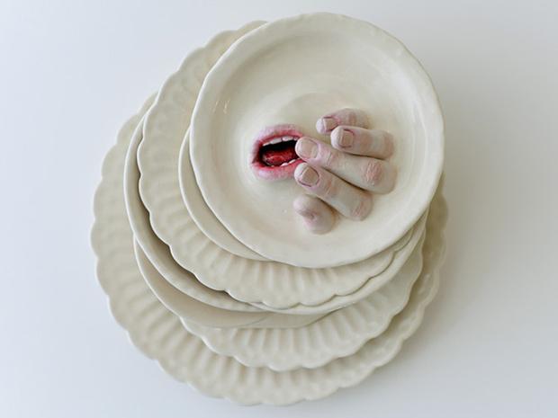 Фото №4 - Скульптор создает посуду, которая способна лишить аппетита. И сна!