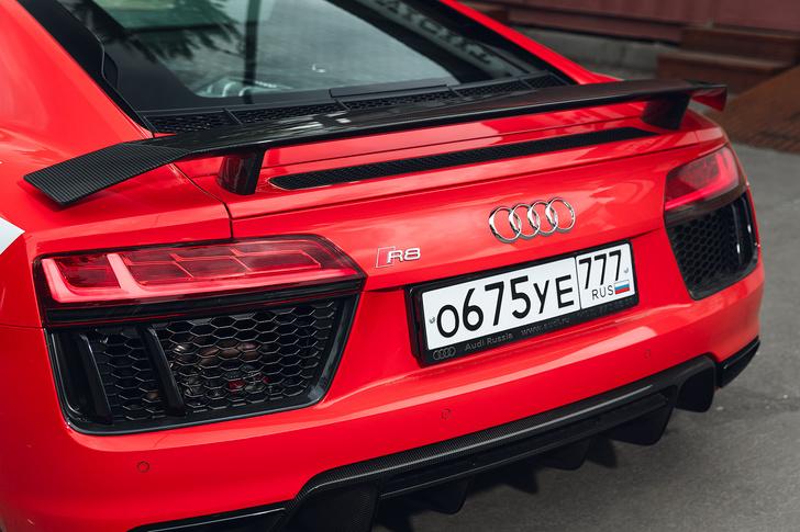 Фото №15 - Главный суперкар Баварии обновили. Мы об Audi R8, если что