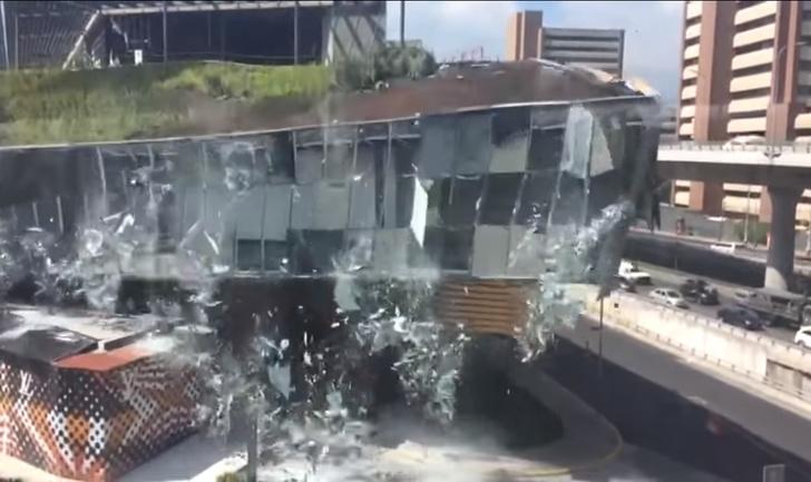 Фото №1 - Тыдыщ! Грандиозное ВИДЕО обрушения торгового центра
