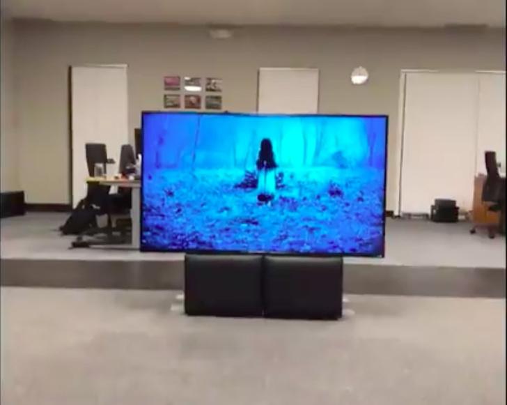 Фото №1 - Разработчик воссоздал сцену из «Звонка» в дополненной реальности (ВИДЕО)