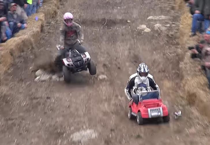 Фото №2 - Только для настоящих мужиков: гонки на машинках для «барби» (ВИДЕО!)