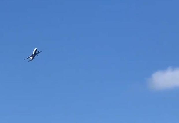 Фото №1 - Самолет устроил пассажирам экстремальные «качели» на сильном ветре (три аэрофобных видео)