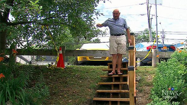 Фото №2 - Канадец построил в парке лесенку в 120 раз дешевле государственной
