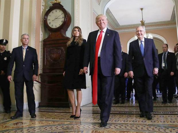 Фото №2 - Странная тенденция моды от Дональда Трампа — невероятно длинные галстуки!