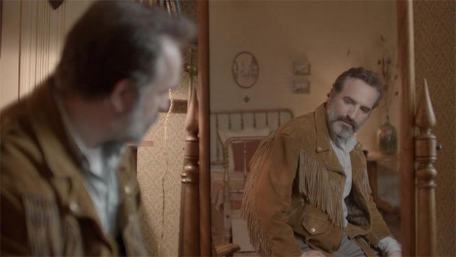 Фото №2 - MAXIM рецензирует комедию «Оленья кожа» с бородатым Дюжарденом и небородатыми шутками
