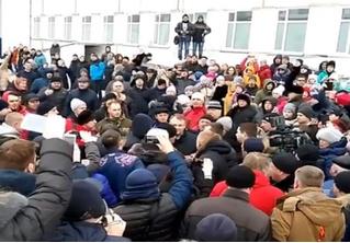 Жители Волоколамска побили главу города из-за массового отравления детей! (ВИДЕО)