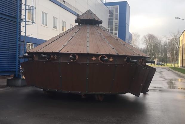 Фото №1 - Танк по эскизам да Винчи построили в Белоруссии (видео)