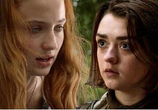 Санса и Арья Старк рассказали, как целовались на съемках «Игры престолов»