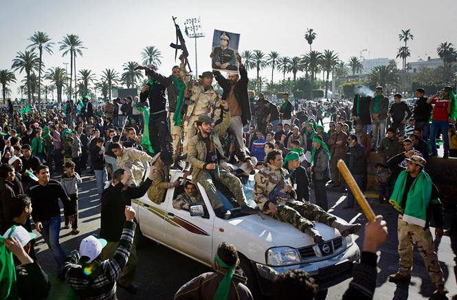 Прокаддафиевские войска на площади в Триполи. Март 2011 г.