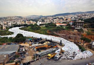 Столько мусора на улицах ты не видел даже после Дня города!