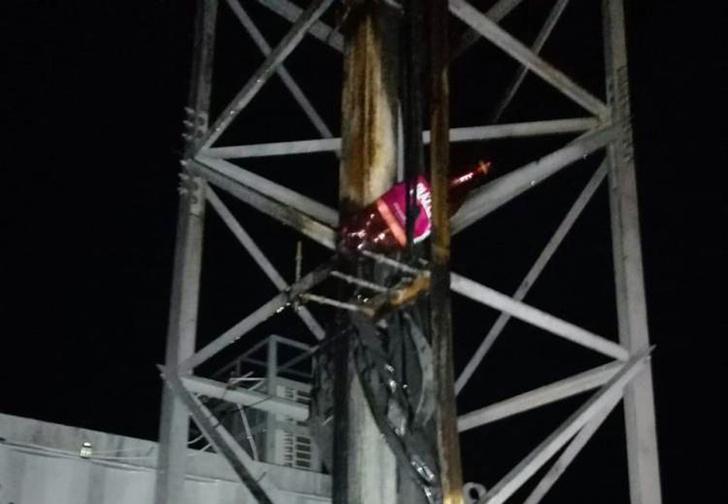 Фото №1 - На Урале женщина посмотрела в интернете ролик о вреде сотовой связи и подожгла ближайшую вышку, «чтобы не облучала»