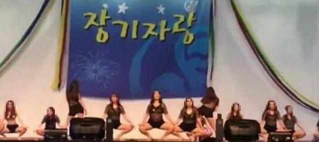 Фото №1 - Южнокорейских медсестер заставили исполнить эротический танец на корпоративе (возмутительнейшее ВИДЕО)