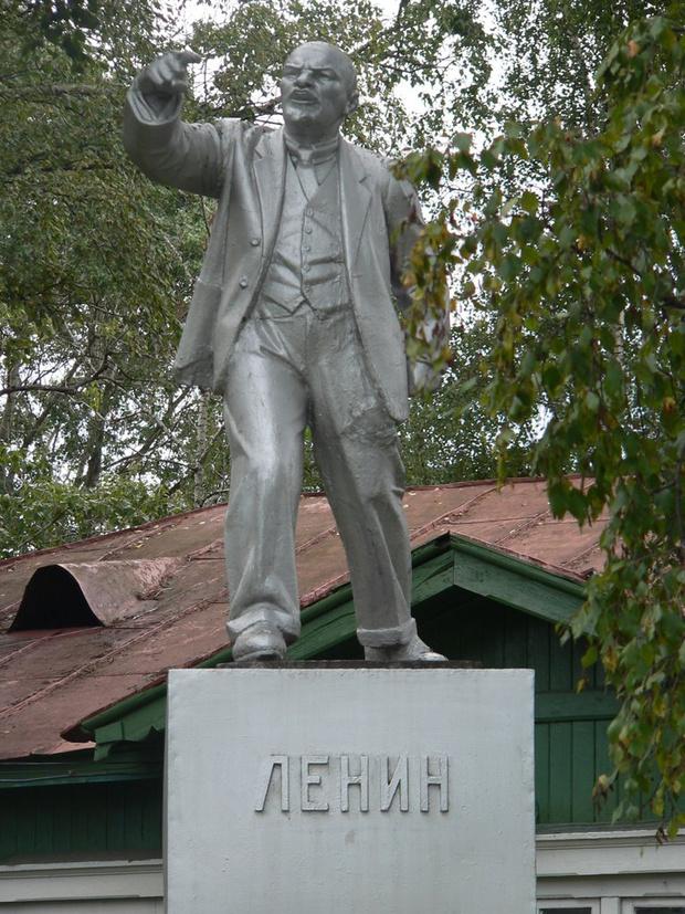 Фото №2 - Самые дурацкие памятники Ленину