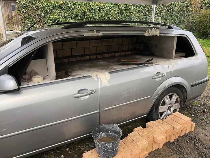 Фото №3 - Смачный лайфхак: как превратить старый автомобиль в печь (и варить в ней борщ)
