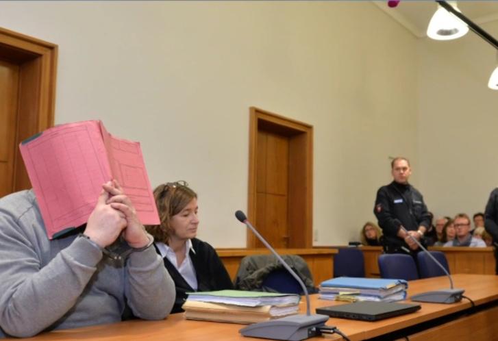 Фото №1 - Медбрат убивал пациентов от скуки. В Германии судят самого жестокого маньяка-убийцу