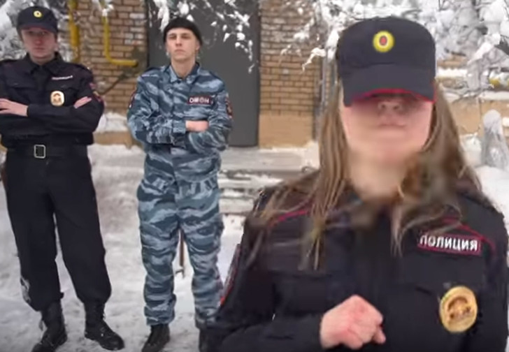 Фото №1 - Новый — программный! — клип Pussy Riot «Track About Good Cop»