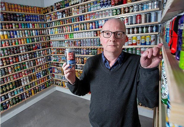 Фото №1 - Британец потратил большую часть жизни на коллекционирование банок и получил титул самого скучного человека в стране