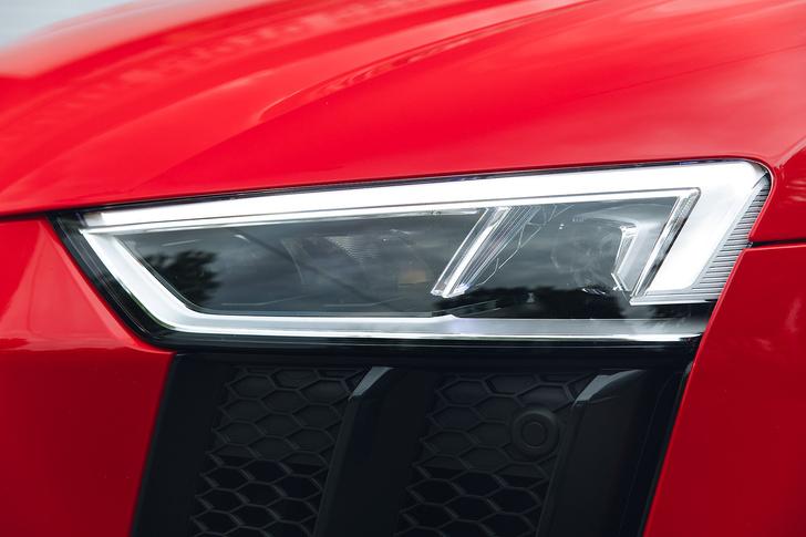 Фото №3 - Главный суперкар Баварии обновили. Мы об Audi R8, если что