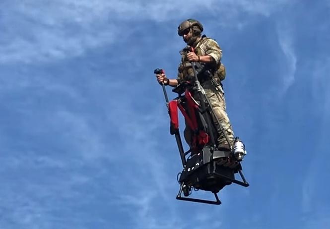 Враг гравитации — летающий сегвей в действии! Фантастическое ВИДЕО, от которого захватывает дух