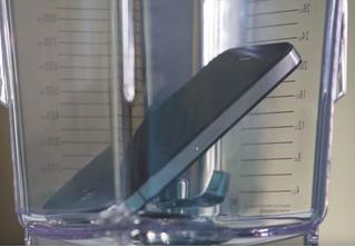 Ученые измельчили iPhone в блендере, чтобы узнать его влияние на экологию (видео)