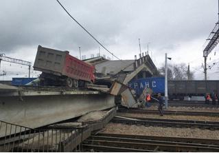 Обрушение моста на поезд в Амурской области (видео)