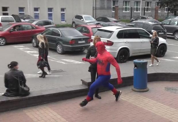 Фото №1 - Российский Человек-паук борется с курением! Уморительно супергеройское ВИДЕО