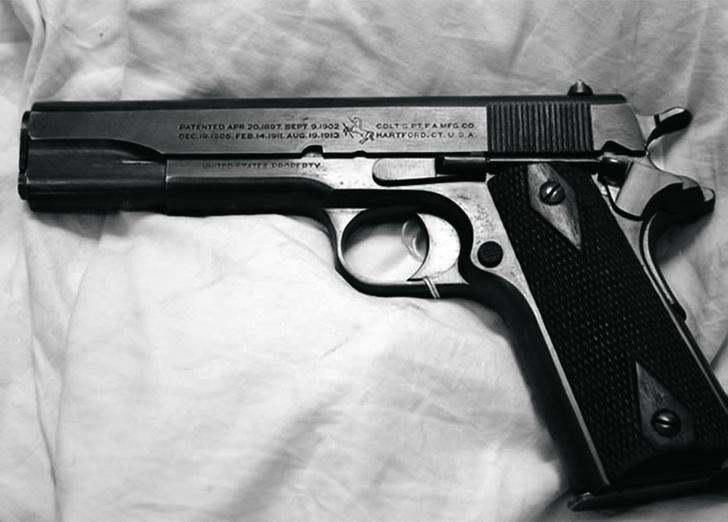 В США принят на вооружение знаменитый пистолет «Кольт M1911» конструктора Джона Мозеса Браунинга. Он использовался в армии более 80лет и оказался вновь востребован во время операции «Буря впустыне».