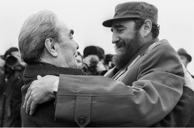 Целуйся, как Брежнев!