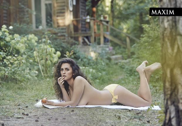 Фото №1 - Дачные удовольствия: наша загородная фотосессия актрисы Марии Шумаковой