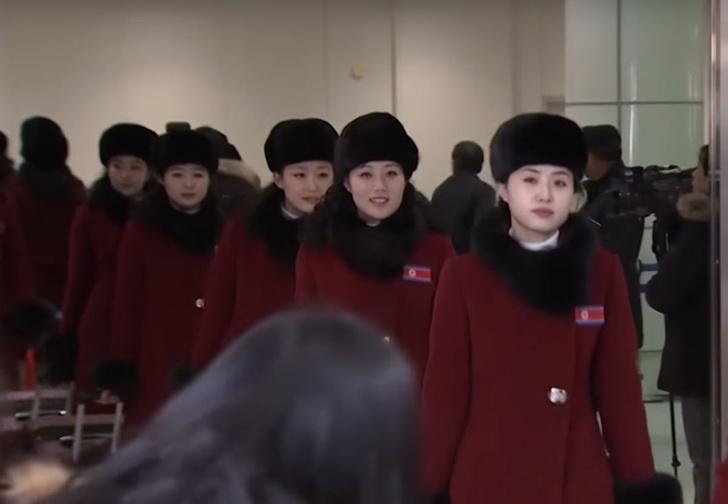 Фото №1 - 229 чирлидерш из Северной Кореи приехали на Олимпиаду! Красивое и суровое ВИДЕО