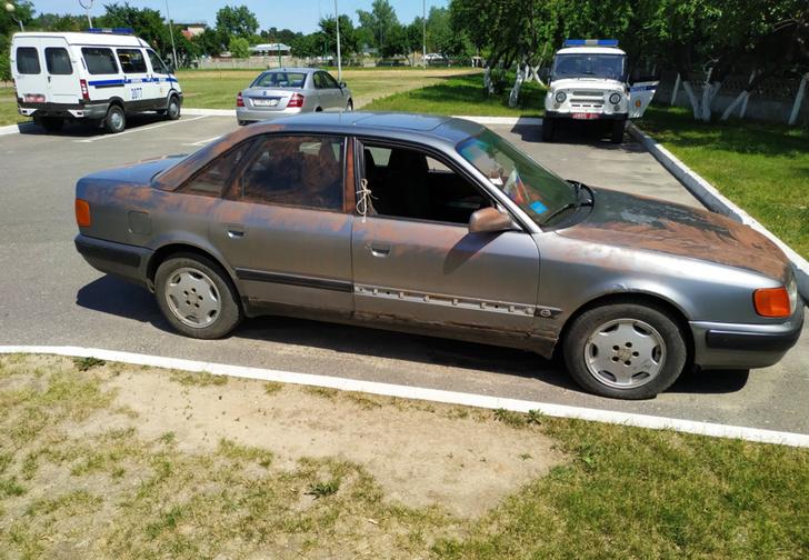 Фото №1 - Белорусские школьники несколько дней залезали в чужой гараж и чинили там машину. А потом угнали ее