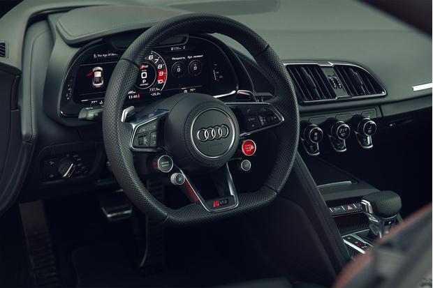 Фото №8 - Главный суперкар Баварии обновили. Мы об Audi R8, если что
