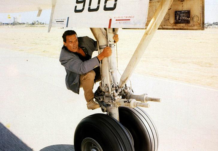 Фото №1 - Меняют ли самолеты летнюю резину на зимнюю?