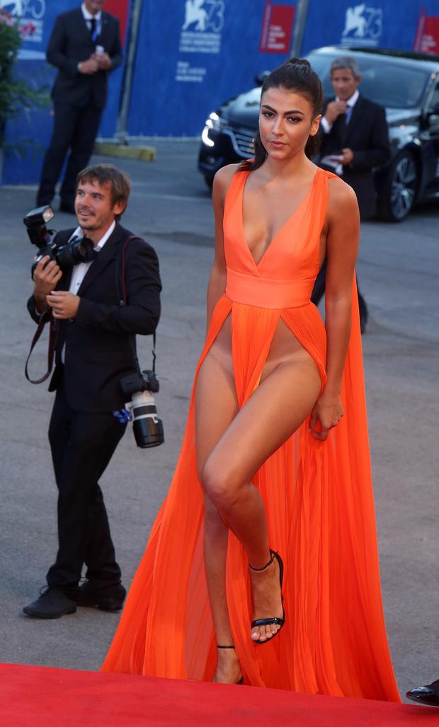 Фото №2 - На Венецианском фестивале модели пришли на премьеру без нижнего белья
