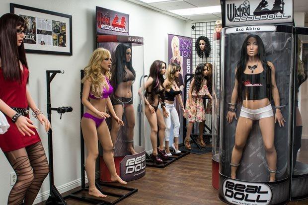 Фото №2 - Жутко реалистичные секс-роботы! Выбери свою!